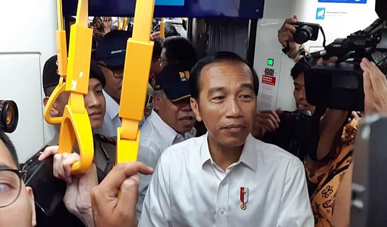 Presiden Joko Widodo mencoba moda transportasi MRT dari Stasiun Bundaran HI-Lebak Bulus, di Jakarta, Selasa (19/3/2019). - Bisnis/Amanda K. Wardhani