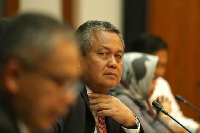 Gubernur Bank Indonesia Perry Warjiyo memberikan penjelasan pada jumpa pers mengenai hasil Rapat Dewan Gubernur (RDG) Bank Indonesia di Jakarta, Kamis (21/3/2019).Bisnis - Nurul Hidayat