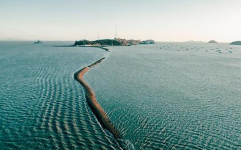 Jindo Miracle Sea Road Festival. Air laut surut secara misterius.  - yonhapnnewsagency