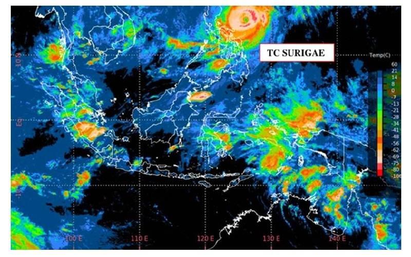 Siklon Tropis Surigae dilihat dari citra satelit 20 April 2021 pukul 07.00 WIB. - BMKG
