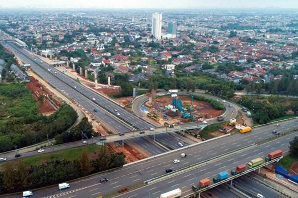 Foto aerial suasana lalu-lintas jalan tol Cikampek, di kawasan Bekasi, Jawa Barat, Senin (12/3/2018). - JIBI/Nurul Hidayat