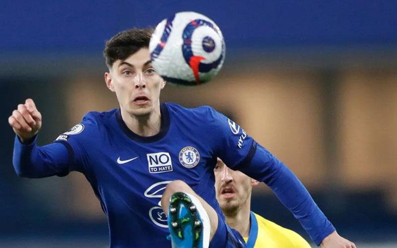 Gelandang serang Chelsea Kai Havertz mengontrol bola ketika timnya imbang tanpa gol melawan Brighton. - PremierLeague.com