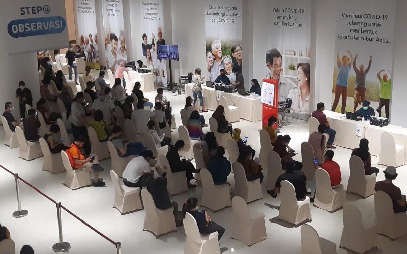 Suasana vaksinasi untuk pelaku UMKM di Ciputra Artpreneur, Jakarta Selatan, Kamis (01/04).  - Bisnis.com/Laurensia Felise\r\n