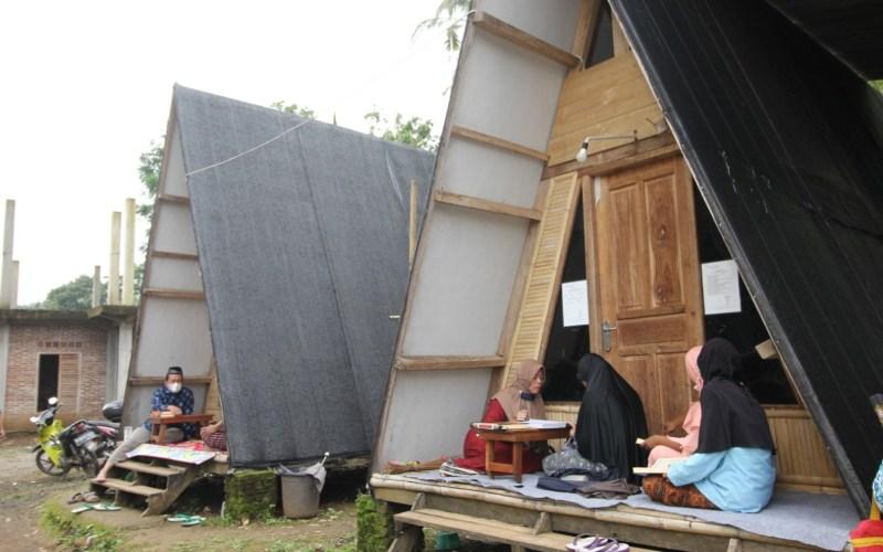 Suasana Pesantren Kasepuhan Raden Rahmat di Desa Gedong, Kabupaten Semarang, Jawa Tengah. Pondok pesantren khusus lansia ini mengusung konsep wisata religi.