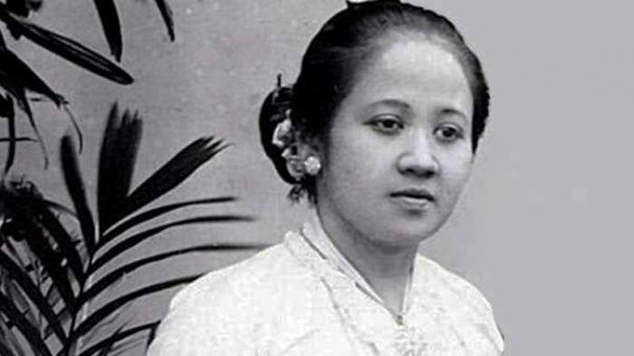 Untuk mengenang perjuangan R.A Kartini, maka tanggal lahirnya dijadikan sebagai Hari Kartini dan dikisahkan dalam lagu Ibu Kita Kartini oleh WR. Supratman. - ilustrasi