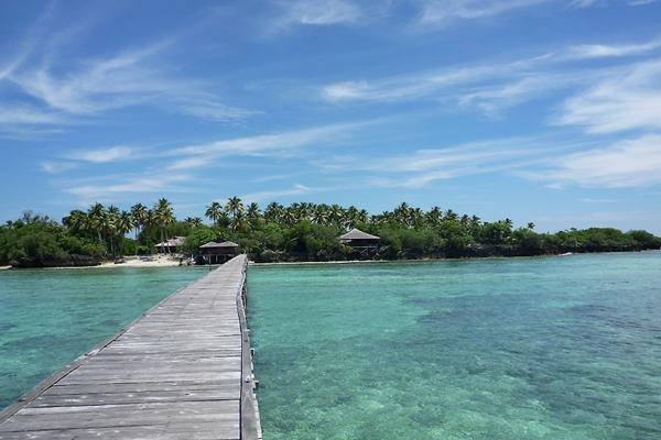 Pemandangan pantai di Kepulauan Derawan - www.diversiondivetravel.com.a