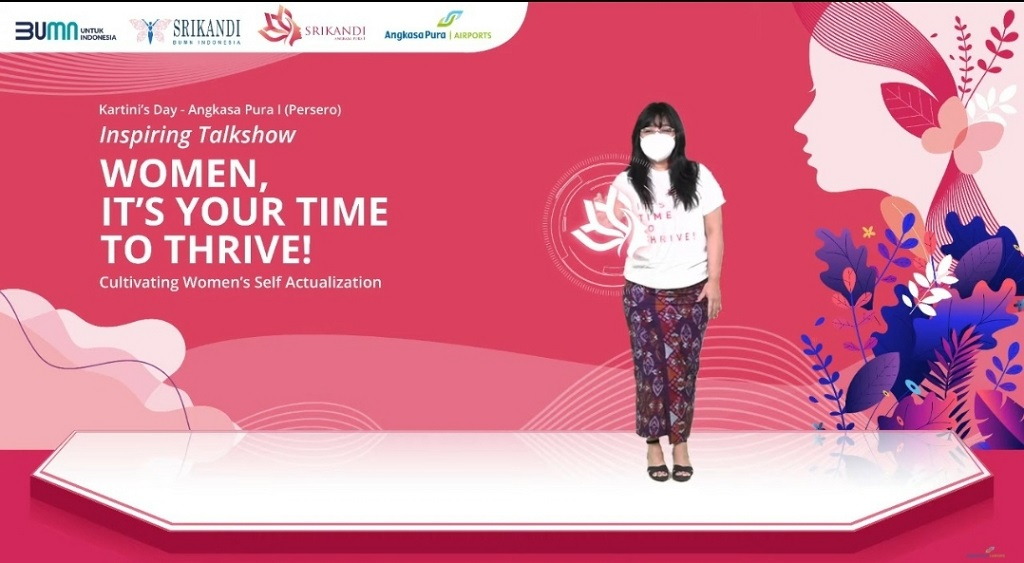 Foto: Direktur Pemasaran dan Pelayanan Angkasa Pura I Devy Suradji menekan tombol virtual sebagai simbol peluncuran Komunitas Srikandi Angkasa Pura I bertepatan dengan Hari Kartini, Rabu 21 April