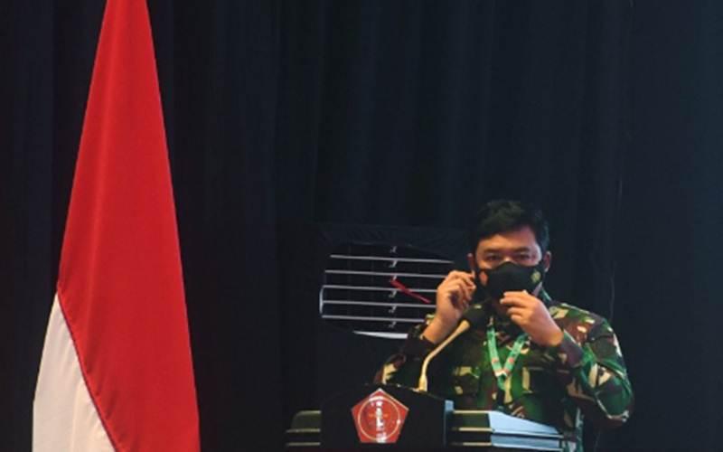Panglima TNI Marsekal TNI Hadi Tjahjanto saat bersiap memberikan arahan dalam Rapat Pimpinan (Rapim) TNI 2021 di Mabes TNI, Jakarta, Selasa (16/2/2021). - Antara/Akbar Nugroho Gumay