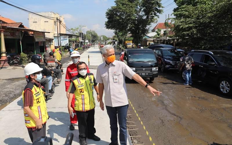 Gubernur Jateng Ganjar Pranowo saat mengecek progres pembangunan Flyover Mranggen, Demak. - Istimewa/Dok Pemprov Jateng