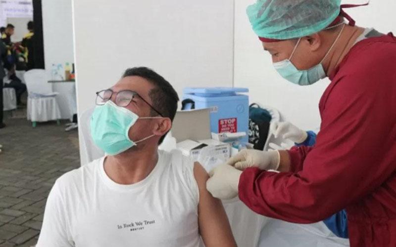Proses vaksinasi Covid-19 di Kota Kediri, Jawa Timur. - Antara