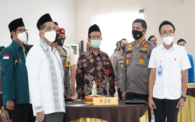 Kabag Penum Ro Penmas Divhumas Mabes Polri, Kombes Pol Dr. Ahmad Ramadhan memberikan paparan dalam FGD Kontra Radikalisme oleh Divhumas Polri di Semarang. - Istimewa