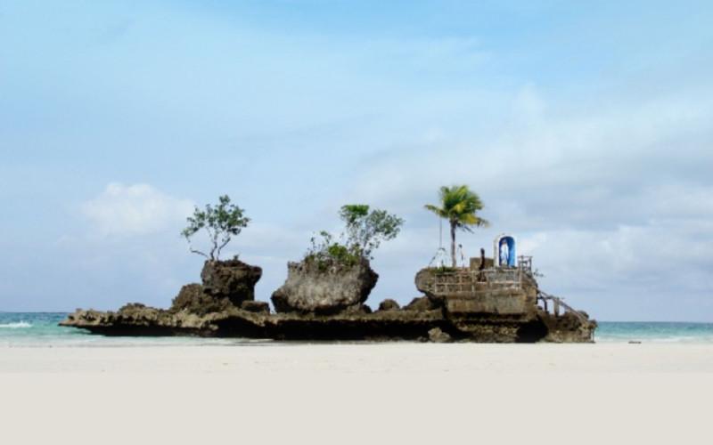 Puka Beach. Pasir putih pantai di Boracay.  - pna.gov.ph