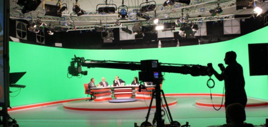 Proses syuting sebuah program televisi di SCTV, salah satu stasiun televisi yang dikelola PT Surya Citra Media Tbk. (SCMA)  - scm.co.id