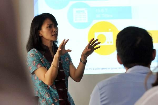 Executive Director, Head of Media Business Nielsen Indonesia Hellen Katherina menjelaskan hasil riset tentang belanja iklan media, di Jakarta, Rabu (13/9). - JIBI/Abdullah Azzam
