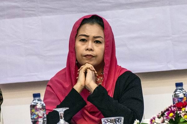 Ketua The Wahid Foundation Yenny Wahid menjadi pembicara dalam diskusi Tren Presepsi Publik tentang Demokrasi, Korupsi dan Intoleransi di Jakarta, Senin (24/9/2018). - ANTARA/Aprillio Akbar