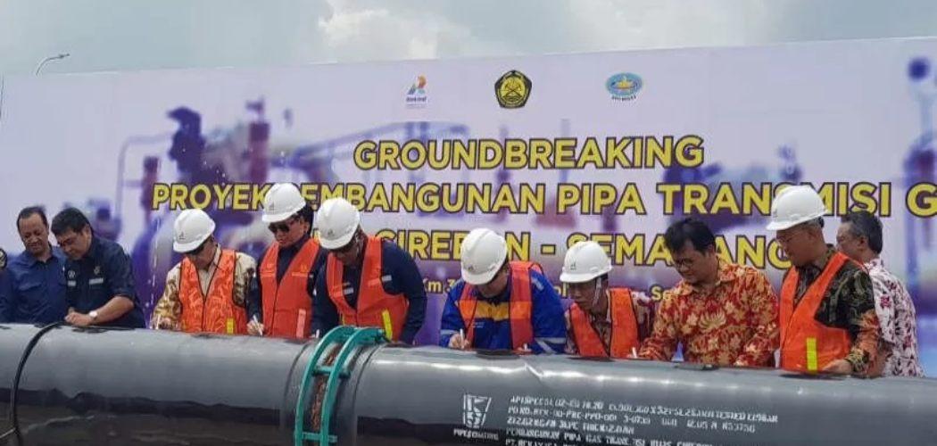 Peletakan batu pertama pembangunan jaringan pipa gas transmisi Cirebon-Semarang sepanjang 255 km di rest area KM 379 Tol Batang-Semarang, Jumat (7/2/2020). ANTARA -  I.C.Senjaya