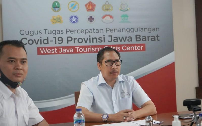 Pj. Bupati Bandung Dedi Taufik (kanan)