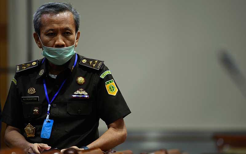 Jaksa Agung Muda Tindak Pidana Khusus (JAM PIDSUS) Ali Mukartono bersiap mengikuti Rapat Dengar Pendapat (RDP) dengan Komisi III DPR di Kompleks Parlemen Senayan, Jakarta, Kamis (2/7/2020). ANTARA FOTO - Puspa Perwitasari