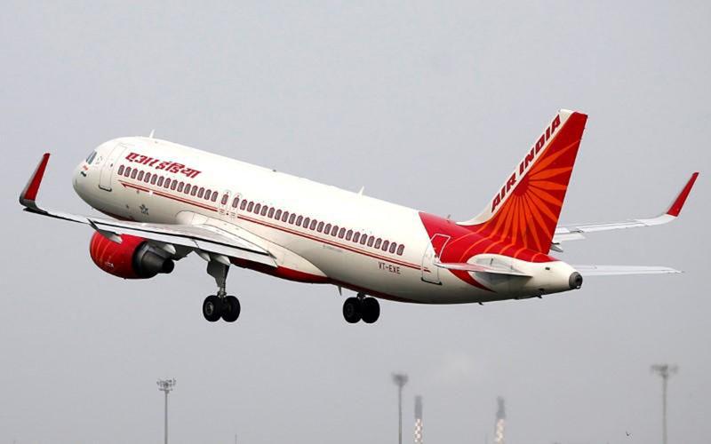 Pesawat Air India lepas landas dari Sardar Vallabhbhai Patel International Airport di Ahmedabad pada 7 bJuli 2017./Reuters - Amit Dave