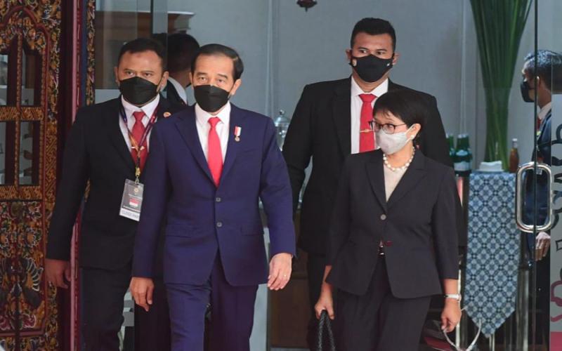 Presiden Joko Widodo didampingi Menteri Luar Negeri Retno Marsudi saat menghadiri pertemuan pemimpin negara Asean di Jakarta, Sabtu (24/4 - 2021). Foto: Biro Setpres