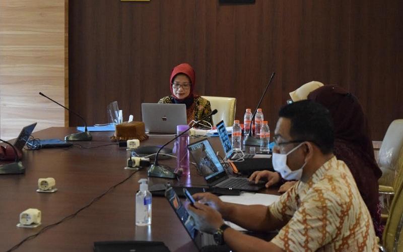 Kepala Biro PBJ Jawa Barat Ika Mardiah (kiri)