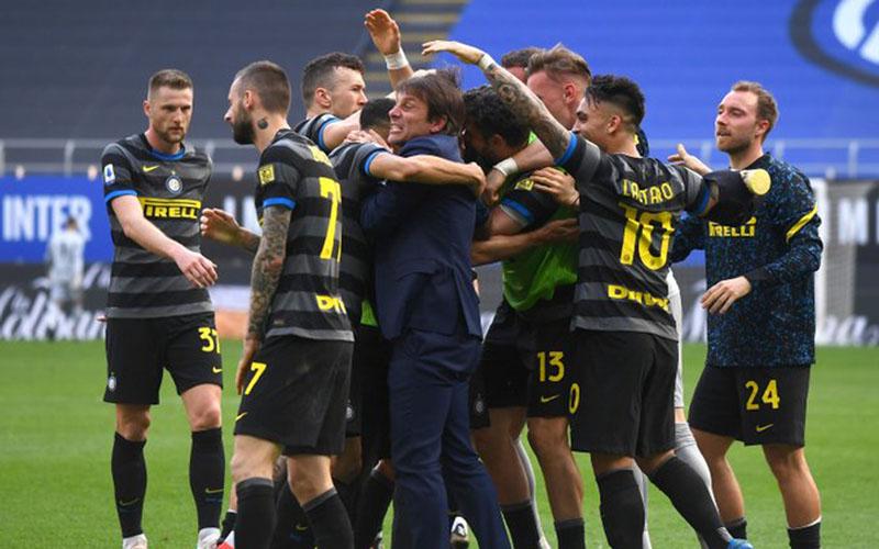 Para pemain Inter Milan bersukacita selepas menaklukkan Hellas Verona. - Twitter@Inter_en