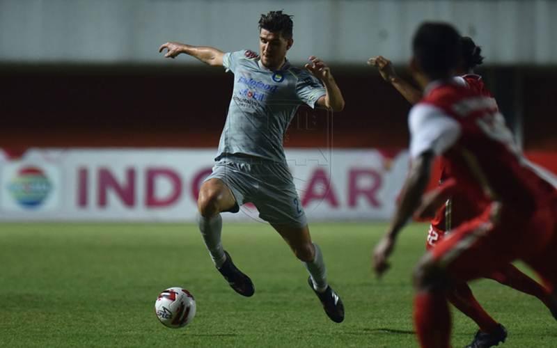 Nick Kuipers saat laga leg pertama final Piala Menpora 2021 Persib kontra Persija Jakarta. - PERSIB.co.id/Amandeep Rohimah