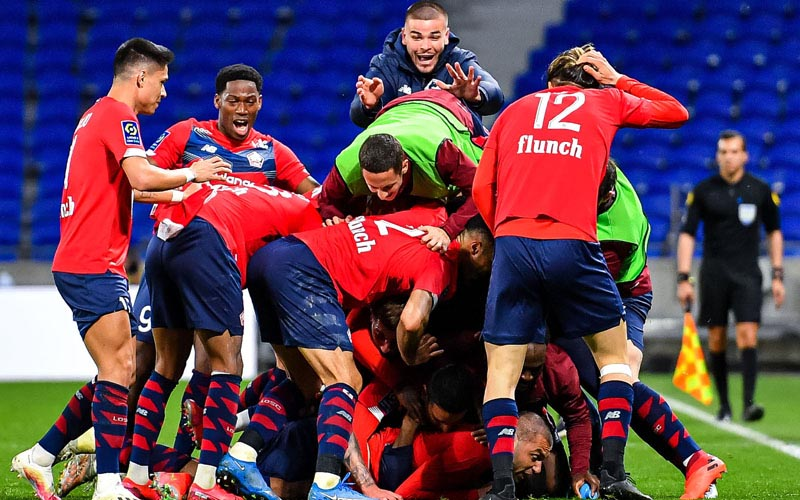 Para pemain Lille merayakan gol ketiga yang menentukan kemenangan atas Lyon. - Twitter@LOSC_EN
