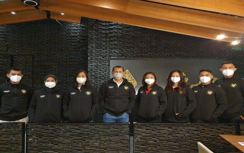 Wasekjen PB FORKI Mayjend TNI Sapriadi bersama Tim Nasional Karate Indonesia dan pelatih -  FORKI