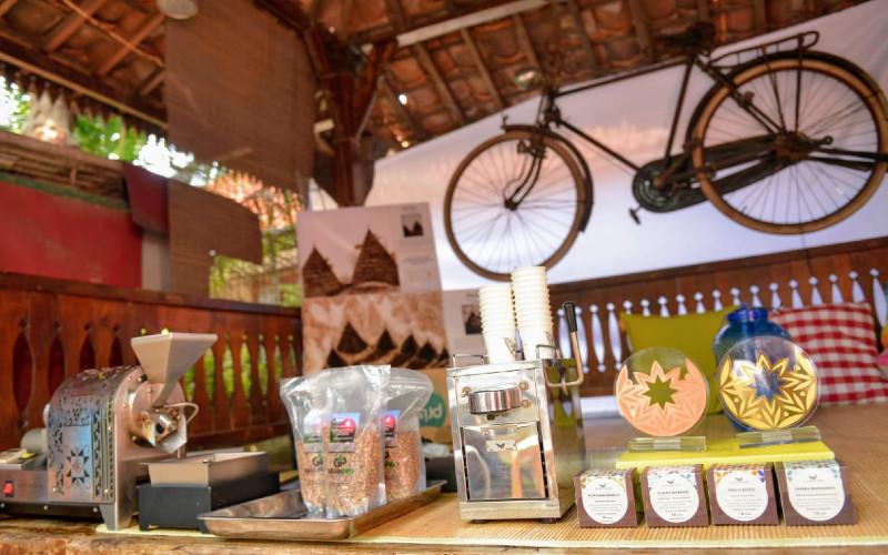 Komunitas kopi dinilai punya kemampuan untuk membangkitkan kembali pariwisata Indonesia pascapandemi Covid-19.  - Kemenparekraf