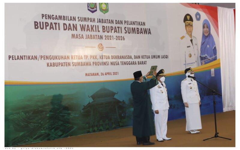 Prosesi pelantikan Bupati dan Wakil Bupati Sumbawa pada Senin (26/4 - 2021).