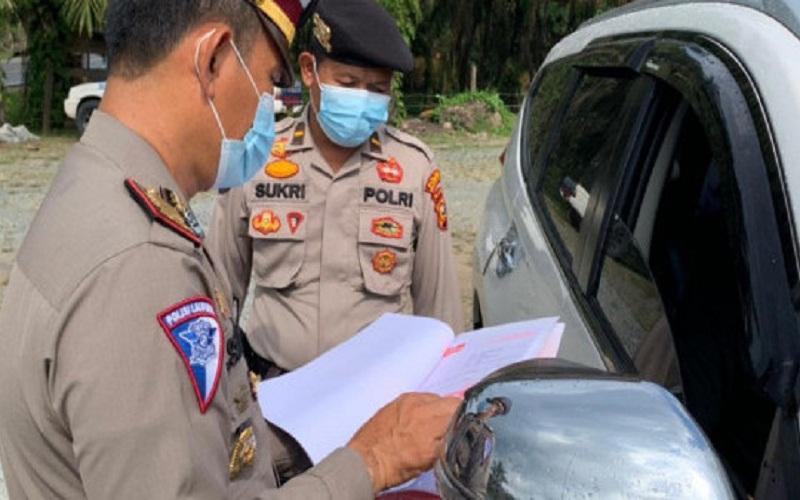 Polres Indragiri Hilir (Inhil) melakukan penyekatan di perbatasan Provinsi Riau dengan Provinsi Jambi demi mencegah penyebaran virus corona baru (COVID-19) melalui aktivitas mudik masyarakat, sesuai larangan yang dikeluarkan Pemerintah Pusat.  - Istimewa