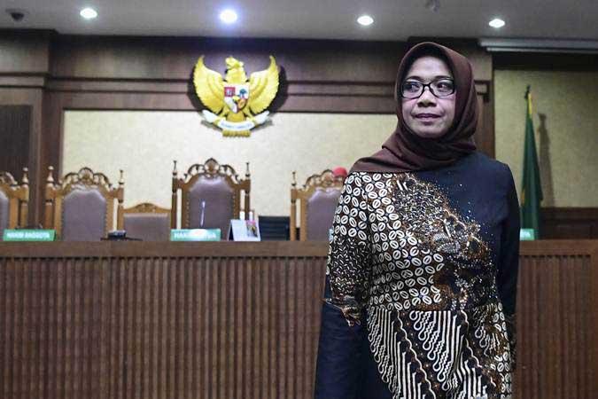 Terdakwa kasus suap proyek pembangunan PLTU Riau-1 Eni Maulani Saragih meninggalkan ruang sidang seusai menjalani sidang dengan agenda pembacaan putusan di Pengadilan Tipikor, Jakarta, Jumat (1/3/2019).  - Antara/Hafidz Mubarak A