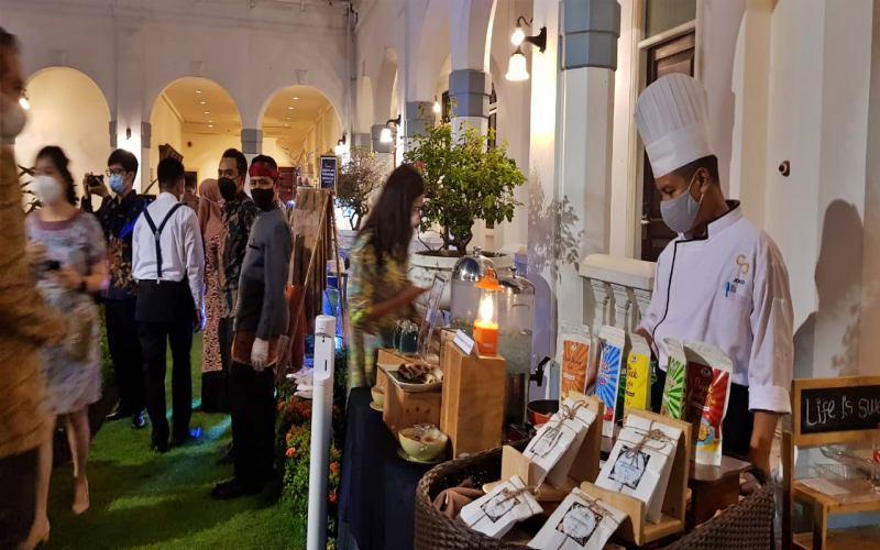 Buka Bersama Accor Hotels dengan menggandeng kalangan UMKM di Surabaya, Senin (26/4/2021). - Bisnis/Peni Widarti