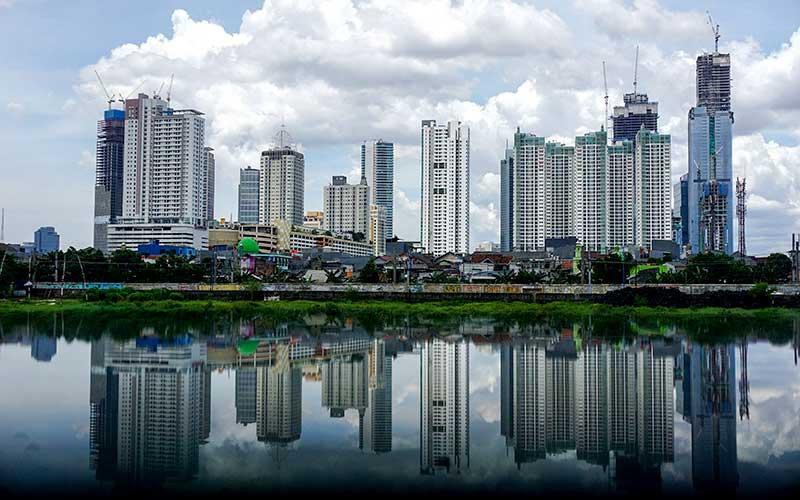 Suasana deretan gedung bertingkat di Jakarta, Selasa (23/3/2021). Bisnis - Eusebio Chrysnamurti