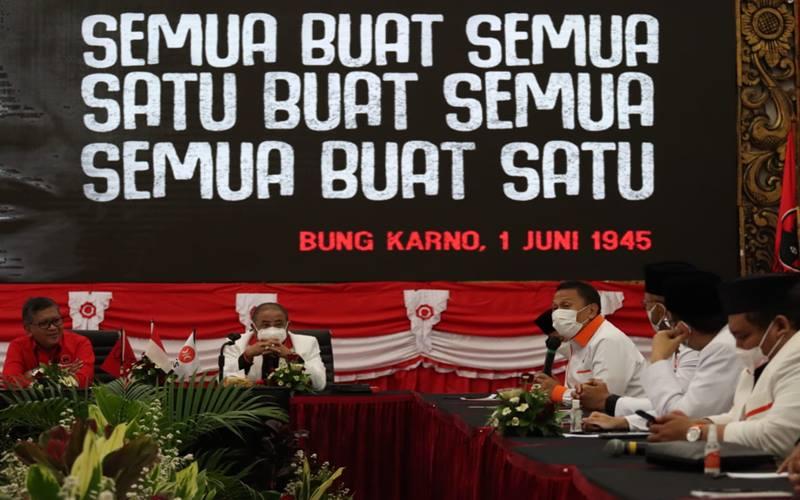 Rombongan PKS disambut jajaran PDIP yang dipimpin Hasto Kristiyanto di Kantor Pusat di Jalan Diponegoro, Jakarta Pusat, Selasa (27/4/2021 pagi. - Istimewa