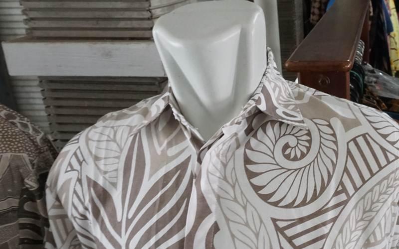 Salah satu kemeja batik Trusmi; sepi pembeli - Bisnis/Kim Baihaqi