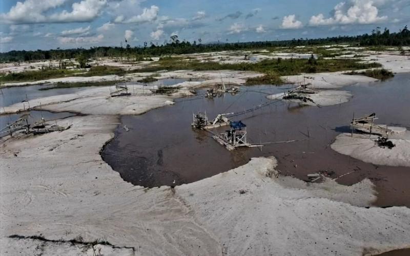 Bekas tambang ilegal emas di kawasan Cagar Alam Mandor, Kabupaten Landak, Provinsi Kalimantan Barat.  - Kementerian LHK