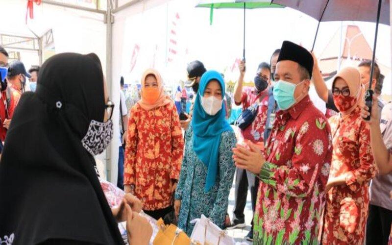 Wakil Bupati Pasuruan Abdul Mujib Imron saat membuka Pasar Murah Ramadan di Kompleks Perkantoran Raci Bangil, Selasa (27/4/2021). - Istimewa