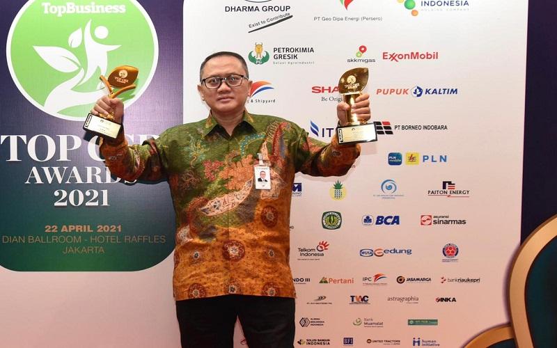 Bank Riau Kepri berhasil meraih 2 penghargaan di ajang TOP CSR Award 2021  -  Istimewa