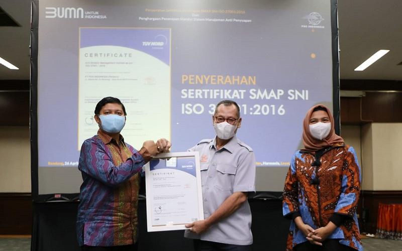 PT Pos Indonesia (Persero) mendapat Sertifikat SMAP SNI ISO 37001:2016 dan Penghargaan Penerapan Standar Sistem Manajemen Anti Penyuapan.