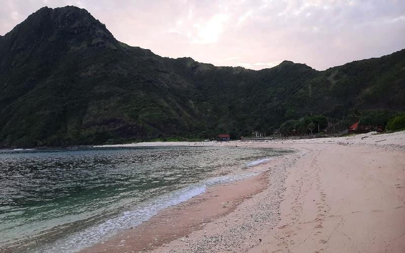 Pantai Sekongkang di Kabupaten Sumbawa Barat. BI - Harian Noris