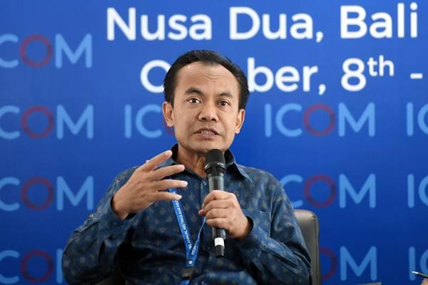 Sesmenko Perekonomian Susiwijono memberi keterangan kepada wartawan terkait gempa bumi di Situbondo di area penyelenggaraan pertemuan tahunan IMF World Bank Group 2018 di Nusa Dua, Bali, Kamis (11/10/2018). - ANTARA/Zabur Karuru