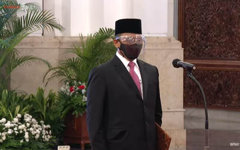 Tangkapan layar pelantikan Indriyanto Seno Adji sebagai anggota Dewan Pengawas KPK - Youtube/Sekretariat Presiden\r\n