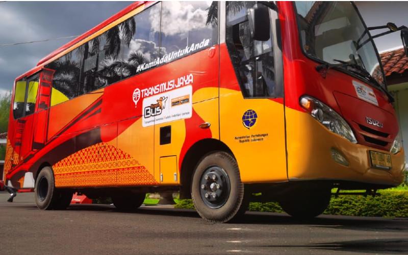 Teman Bus di Palembang. Setiap bus mempunyai 1 pintu masuk di bagian depan dengan low deck dan 1 di pintu bagian tengah adalah high deck. Ini dilengkapi dengan peralatan IoT (internet of things) yang dapat memonitor perilaku pengemudi. /TemanBusn