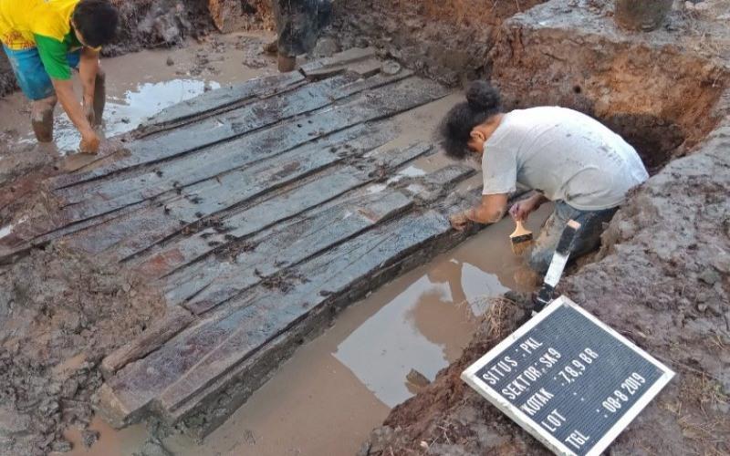 Dokumentasi penelitian dosen FIB UI terkait dengan penemuan perahu kuno di desa Lambur, Jabung Timur, Provinsi Jambi. - ANTARA/Humas UI