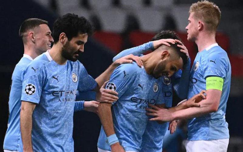 Para pemain Manchester City bersukacita selepas Riyah Mahrez (tengah) menjebol gawang Paris Saint-Germain. - UEFA.com