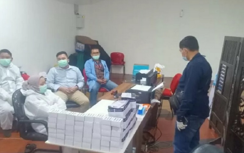 Layanan rapid test di Bandara Internasional Kualanamu di Deli Serdang, Sumatra Utara digerebek polisi pada Selasa (27/4/2021), terkait adanya dugaan pemalsuan proses rapid test antigen. - Antara\r\n\r\n