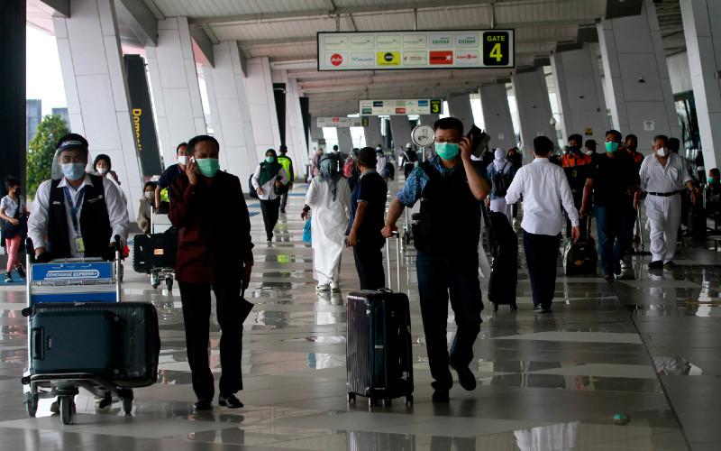 Ilustrasi. Penumpang pesawat berada di Terminal 3 Bandara Soekarno Hatta, Tangerang.  - Bisnis.com
