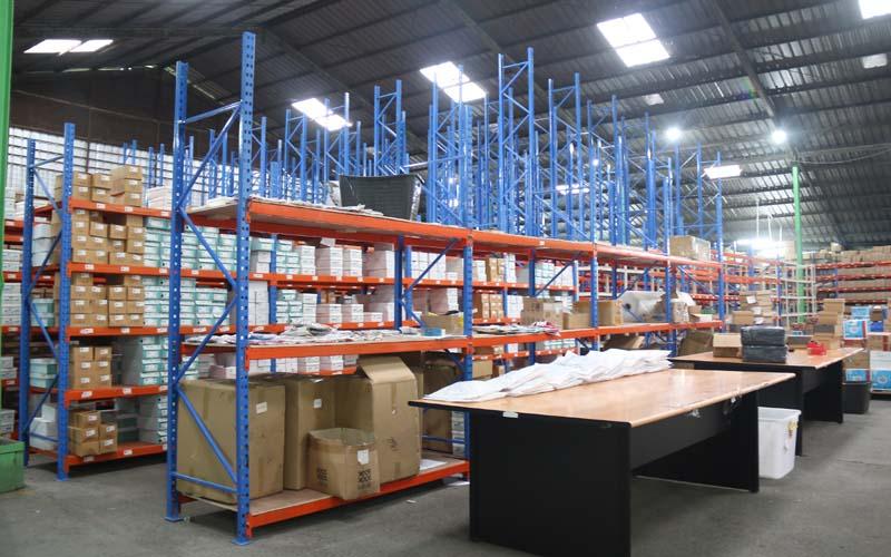 Ilustrasi warehouse